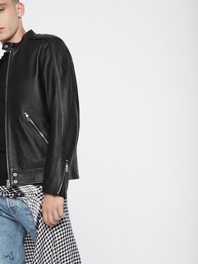 L-QUAD, Black Leather