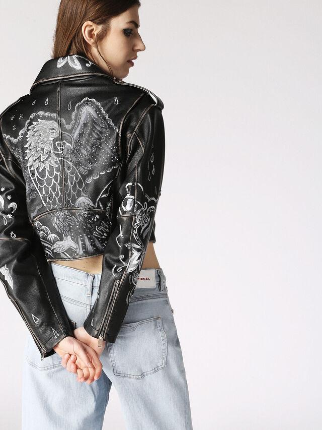 L-CIRC, Black Leather